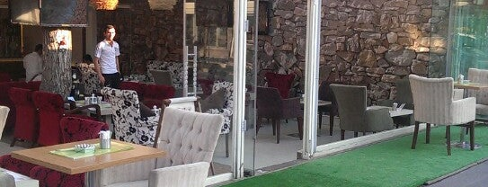 Mandalin Cafe is one of สถานที่ที่ Ahmet ถูกใจ.
