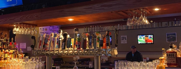 Q Bar is one of สถานที่ที่ Nick ถูกใจ.