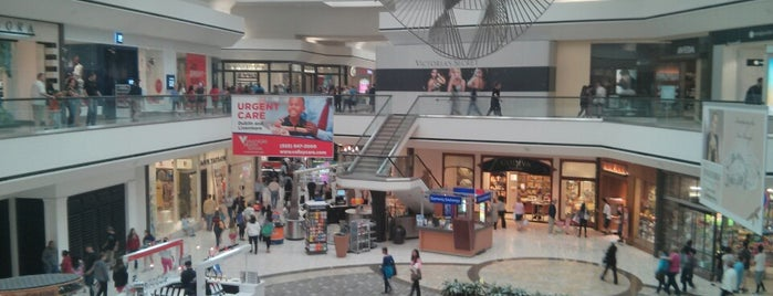 Stoneridge Shopping Center is one of Posti che sono piaciuti a Cerise.