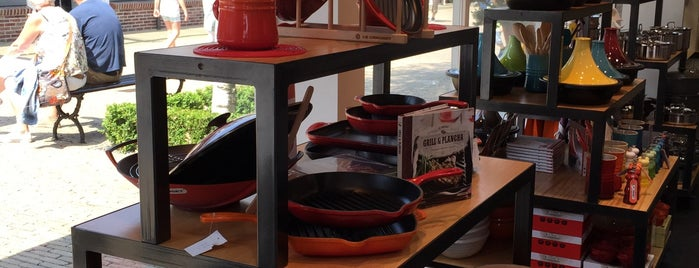Le Creuset Outlet is one of Orte, die Kevin gefallen.