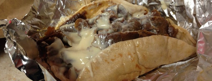 Halifax Donair and Pizza is one of Dan 님이 좋아한 장소.