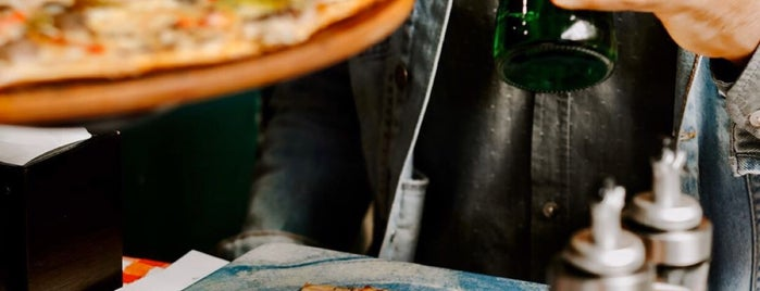 Little İtaly Pizzeria is one of Merve: сохраненные места.