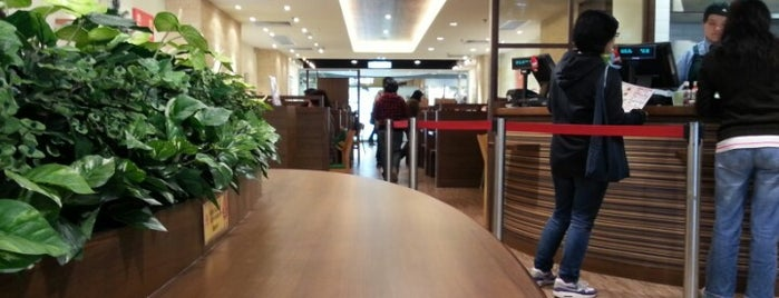 MOS Burger is one of Lugares guardados de Sergio.