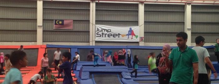 Jump Street is one of Lynn 님이 좋아한 장소.