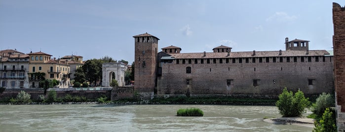 Castelvecchio is one of nuova vita.