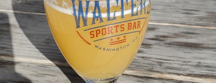Walter's Sports Bar is one of Orte, die Bryan gefallen.
