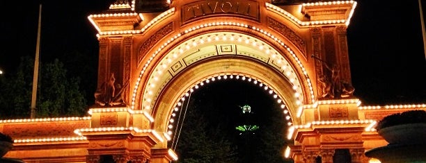 Tivoli Hovedindgangen is one of Locais curtidos por k&k.