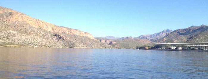 Canyon Lake is one of Places I want to go.