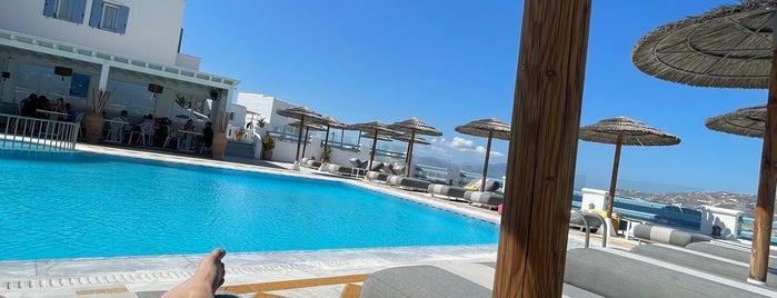 Grand Beach Hotel is one of Lieux qui ont plu à Carol.