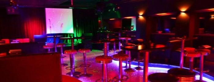 Salsanat Karaoke Bar is one of สถานที่ที่ Yasemin ถูกใจ.