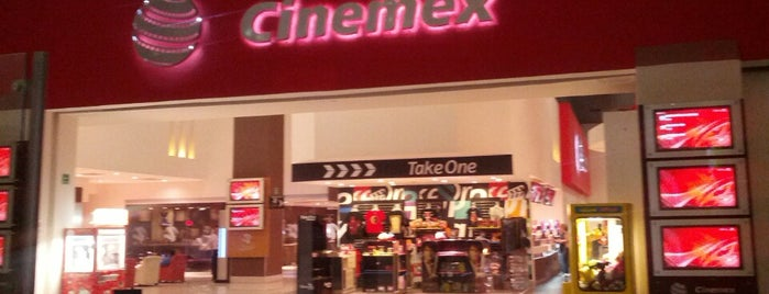 Cinemex is one of Lugares favoritos de César.