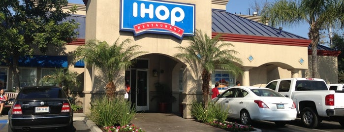 IHOP is one of Alejandroさんのお気に入りスポット.