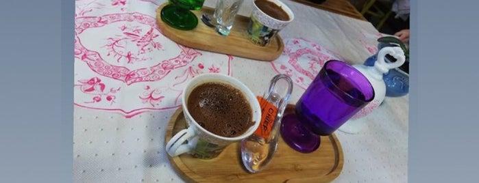 Zeynepp Cafe & Patisserie is one of Posti che sono piaciuti a Cemil.