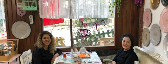 Zeynepp Cafe & Patisserie is one of Anadolu yakası.