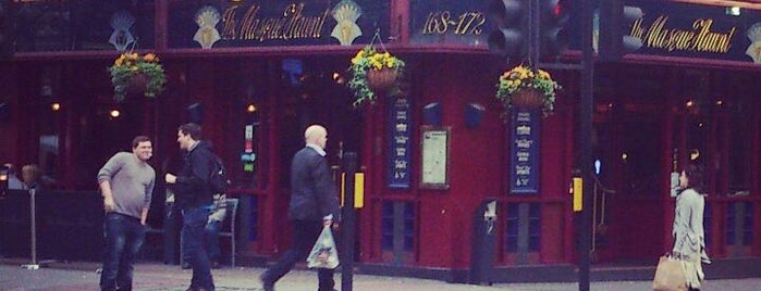 The Masque Haunt (Wetherspoon) is one of Lieux qui ont plu à Carl.