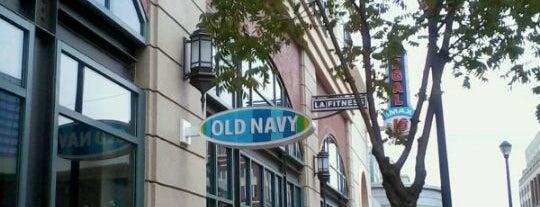 Old Navy is one of Locais curtidos por Andrea.