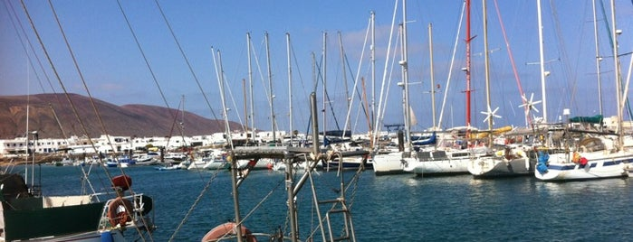 Puerto de Caleta de Sebo is one of Qué visitar en La Graciosa.