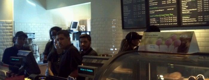 Starbucks is one of Orte, die DJ Lizzie gefallen.