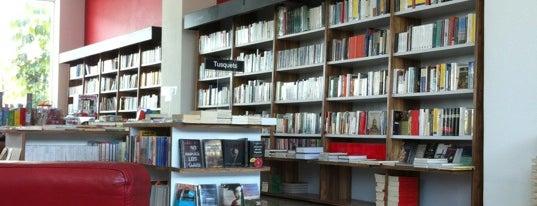 Librería Complejo Cultural Universitario is one of Para disfrutar con el dragoncito.