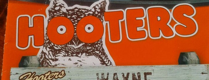 Hooters is one of Crystal : понравившиеся места.