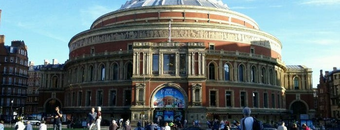 Royal Albert Hall is one of Places to Visit in London.