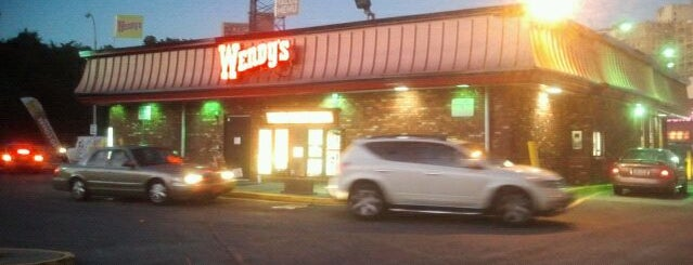 Wendy's is one of Orte, die Erik gefallen.