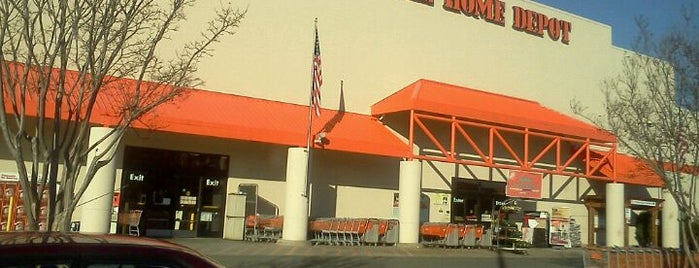 The Home Depot is one of Lieux qui ont plu à Paul.