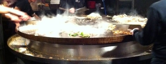HuHot Mongolian Grill is one of Gespeicherte Orte von Nathan.