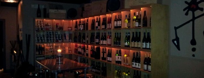 Naked Grape Wine Bar is one of casa blanca.