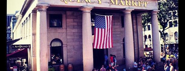 Quincy Market is one of Lugares donde estuve en el exterior.