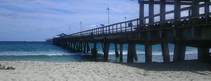 Lauderdale-By-The-Sea Beach is one of Meaghan'ın Beğendiği Mekanlar.