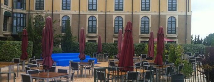 Hotel Villa de Laguardia is one of Posti che sono piaciuti a Ilze.