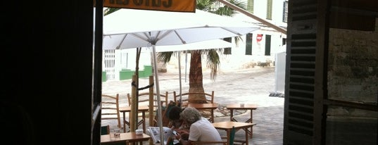 Cafe Ars is one of Top Menorca.