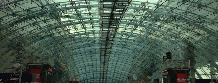Frankfurt Airport (FRA) is one of สนามบินนานาชาติ (1).