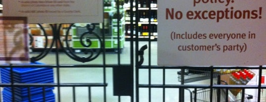 Wegmans Wine Store is one of Mikeさんのお気に入りスポット.