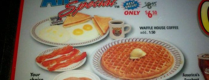 Waffle House is one of Locais curtidos por Christopher.