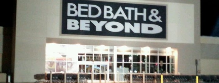 Bed Bath & Beyond is one of Tempat yang Disukai Emily.