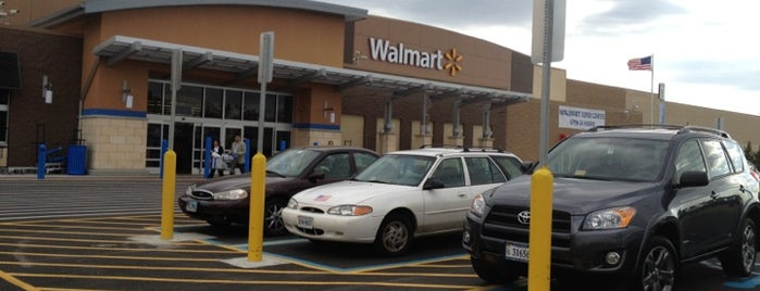 Walmart Supercenter is one of Lieux qui ont plu à Toon.