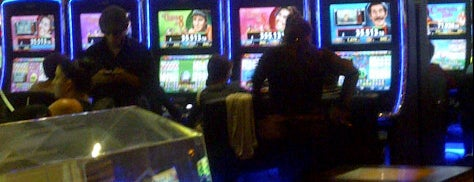 LIVE Casino is one of Carlos'un Beğendiği Mekanlar.