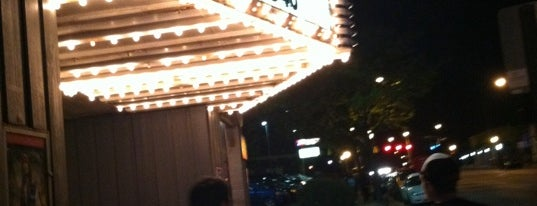 Highland Theatre is one of Locais salvos de Daniel.