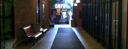 Jackson Place Cafe is one of Cash Only.