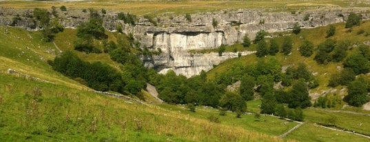 Malham Cove is one of Locais curtidos por Carl.