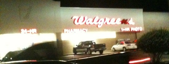Walgreens is one of สถานที่ที่ Thomas ถูกใจ.