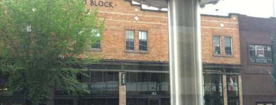 Starbucks is one of สถานที่ที่ Leigha ถูกใจ.