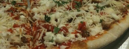 Christian's Pizza is one of Tempat yang Disukai Jenni.