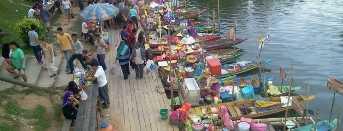 Khlong Hae Floating Market is one of Kuliner Hat Yai, Thailand.