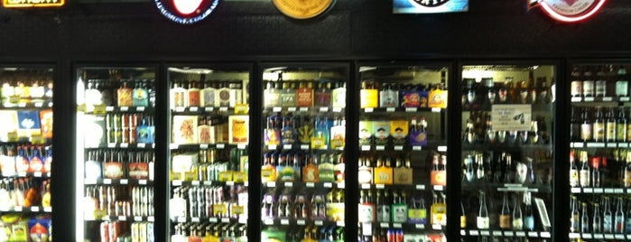Highlands Wine & Liquor is one of Orte, die Robyn gefallen.