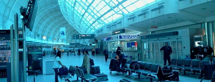 Toronto Pearson Uluslararası Havalimanı (YYZ) is one of Airports Visited.