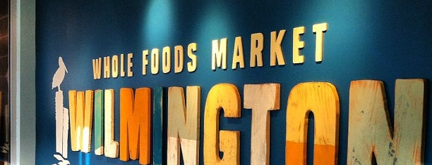 Whole Foods Market is one of Johnika'nın Beğendiği Mekanlar.