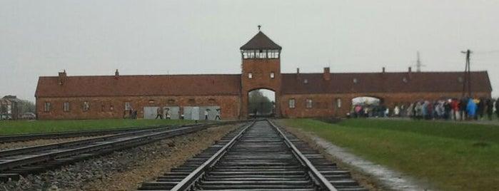 Miejsce Pamięci i Muzeum Auschwitz-Birkenau is one of Far Far Away.